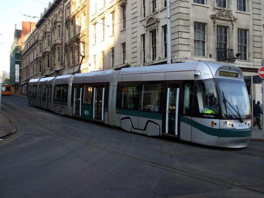 213 approaches Old Market Square with its new dark green lower central panel in evidence.(Photo: Bob Gell)