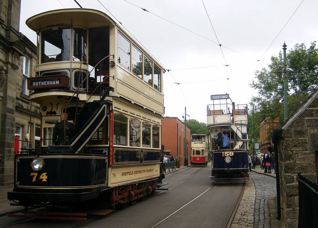 Sheffield 74 follows Blackpool 40 north from Town End with LUT 159 waiting.