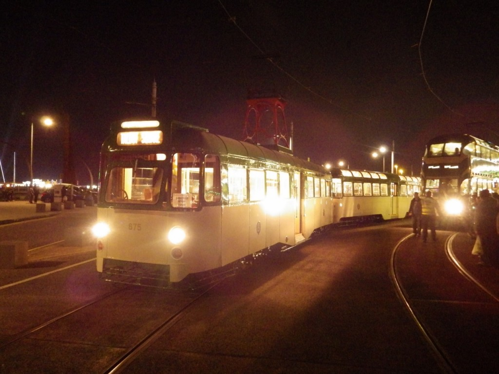 An amazing end to 675+685's first day back in service as the set arrive at Pleasure Beach following an illumination tour! (Photos x 4 by Paul Derrick)
