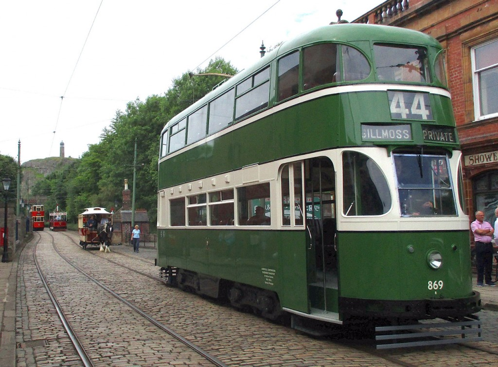 Liverpool 869 at The Red Lion being pursued by Sheffield 15 with London Transport 1622 and Blackpool 166 in the background.