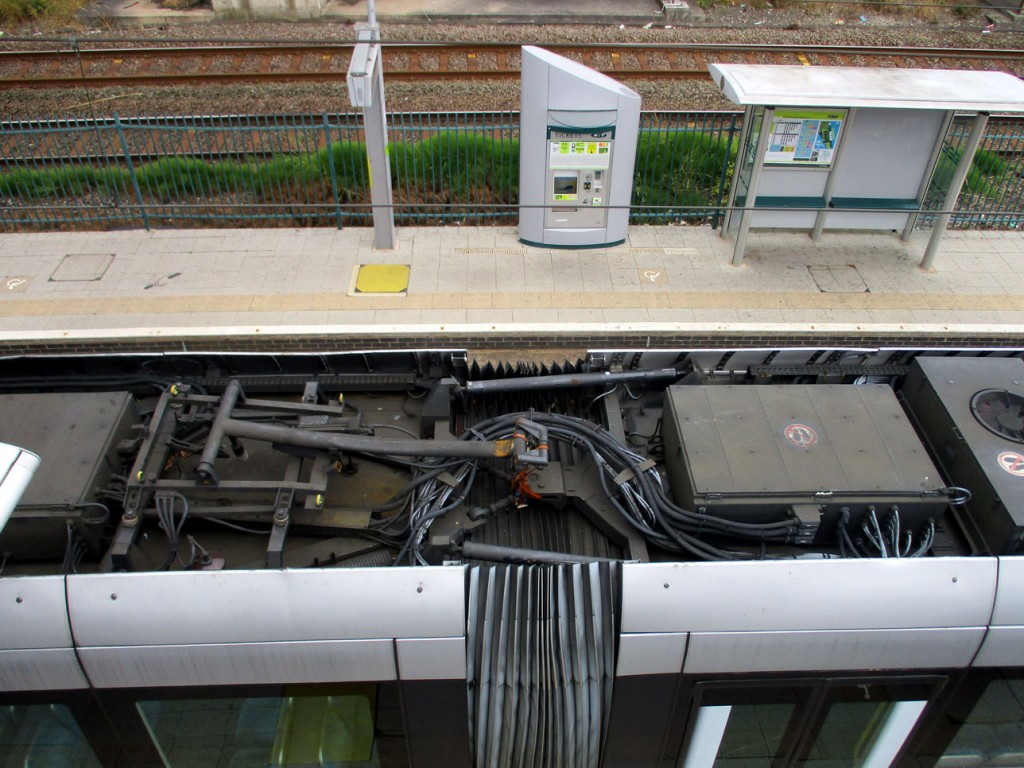 A close-up view of the damaged pantograph of 213, taken from the footbridge at Basford.