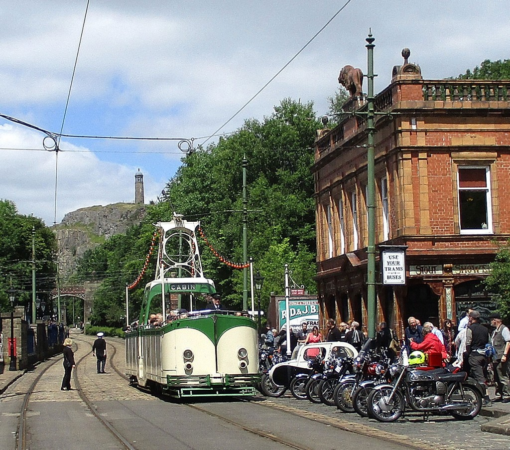 Another popular sunny weather tram – Blackpool Boat 236 – passes more bikes outside The Red Lion.