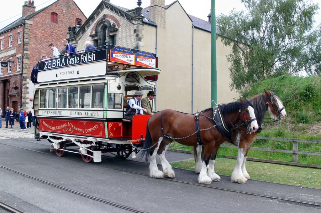 On its first visit to Beamish in May 2009 passengers disembark from L53 whilst the two horses wait.