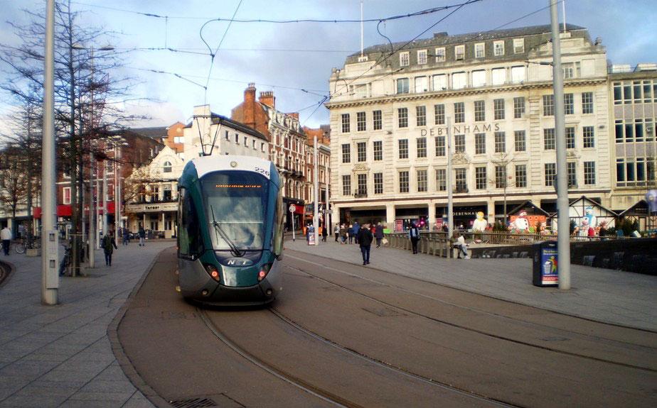 226 heads up Beastmarket Hill towards Market Street.