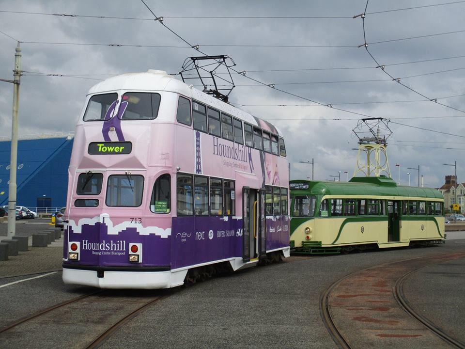 Good Friday saw cars 713 & 621 working promenade tours, and the pair are seen together on the Pleasure Beach outer loop that afternoon.