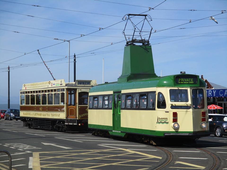 Something you don't often see anymore - two heritage trams posed together on the Ferry loop, with tour cars 630 & 40 basking in the sunshine.