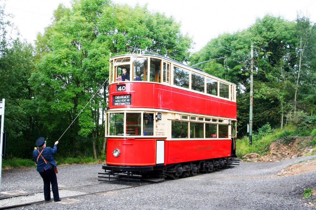 The trolley is changed on London Transport 1622 at the extremity of the line at Glory Mine.