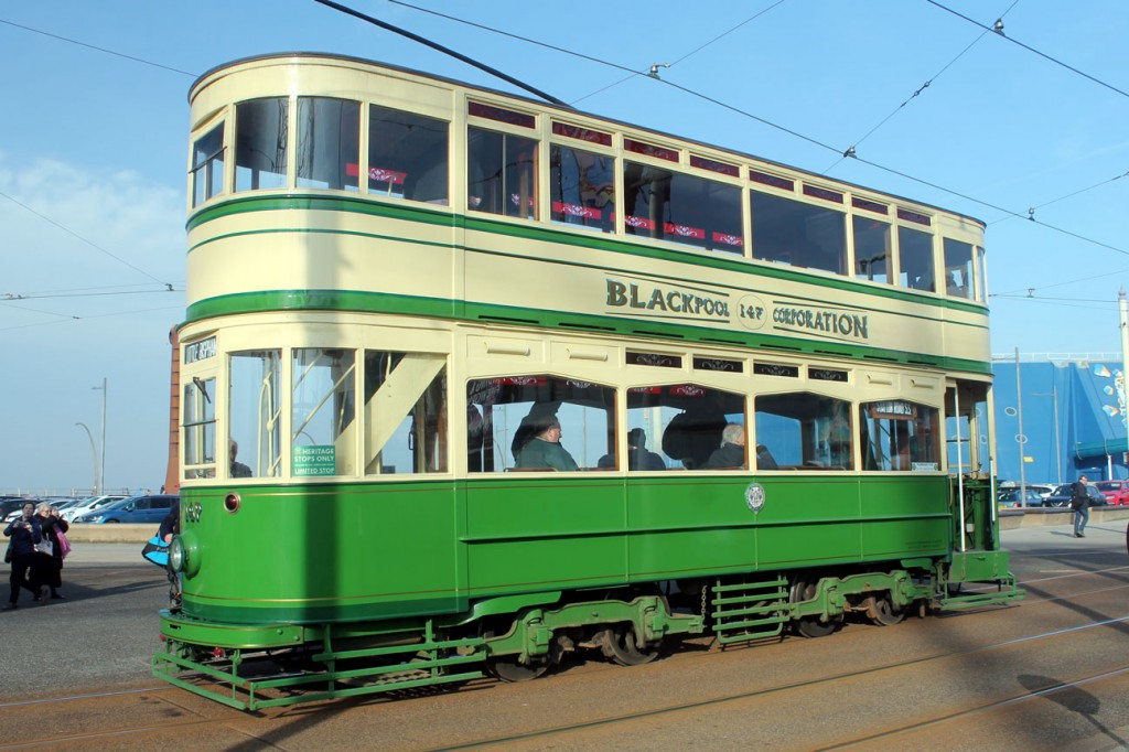 Standard 147 stands on the mainline at Pleasure Beach with a working to Little Bispham.
