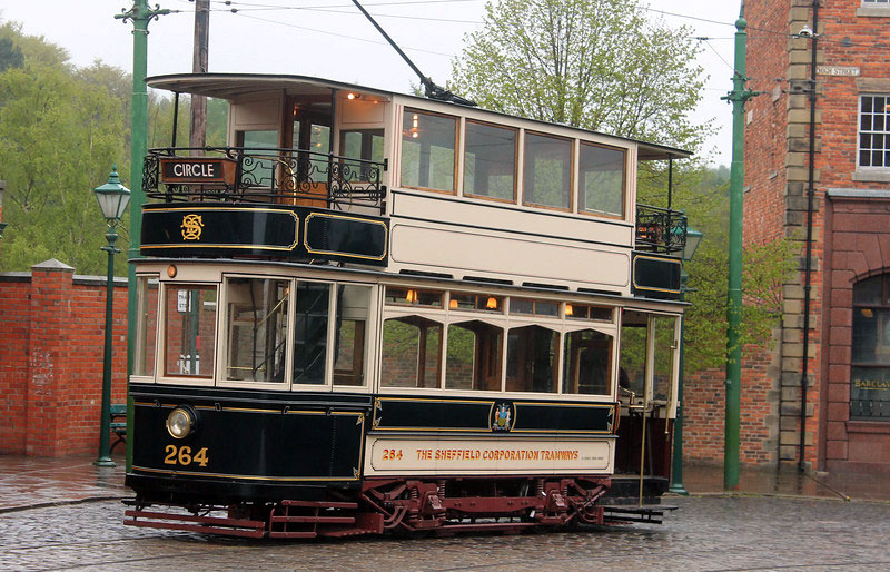 Sheffield 264 pauses in the Town during a test run as the rain falls.