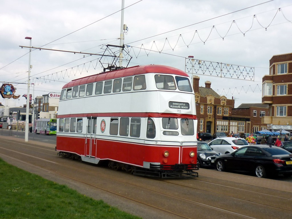 The afternoon saw another red and white tram enter service in the form of Balloon 701. We see it here at Waterloo Road.