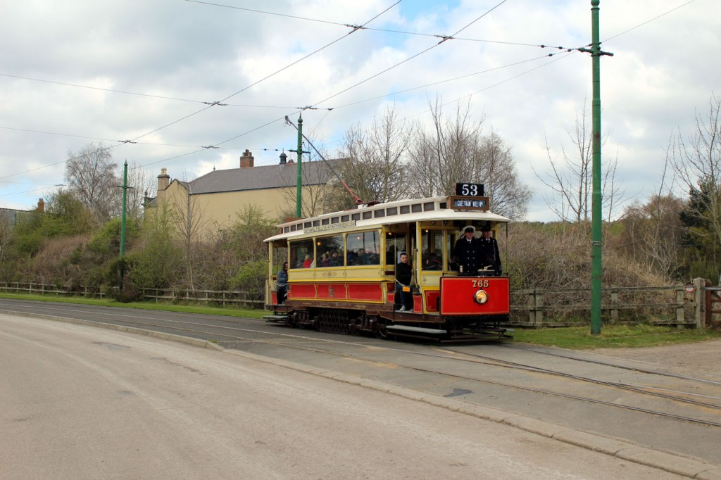Manchester 765 departs from the Town with another circuit of the tramway.