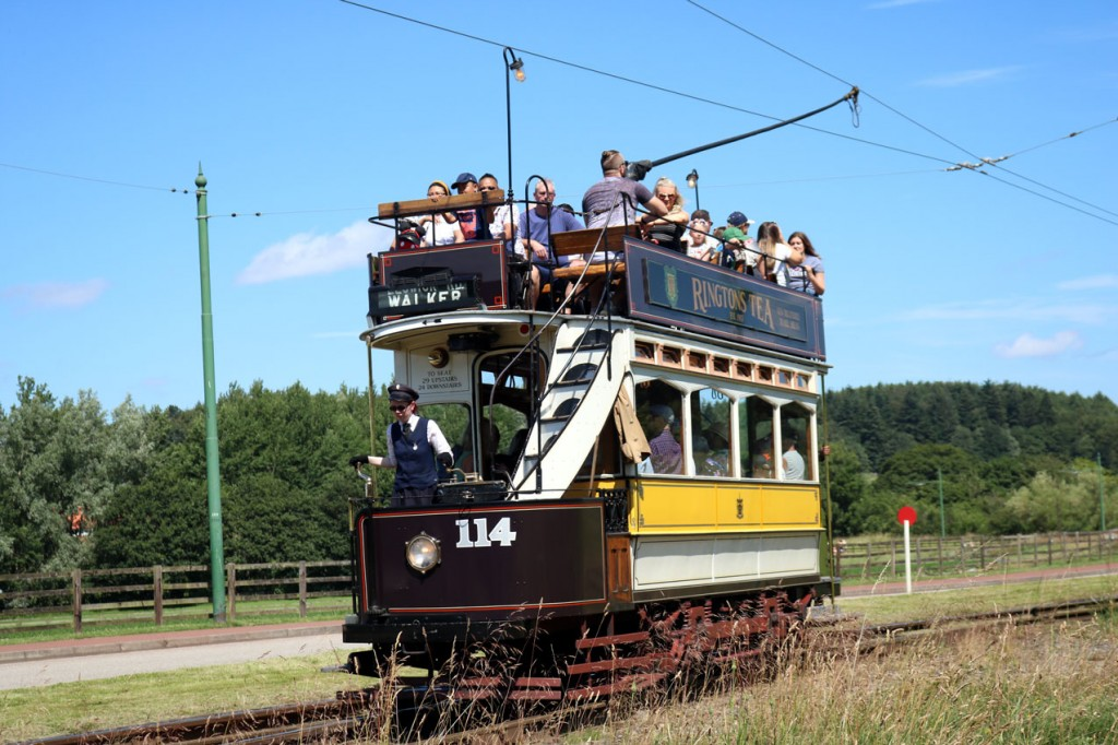 Newcastle 114 approaches Pockerley on a clockwise circuit. Blue skies, warm conditions and an open top tram ride – what more can you ask for?