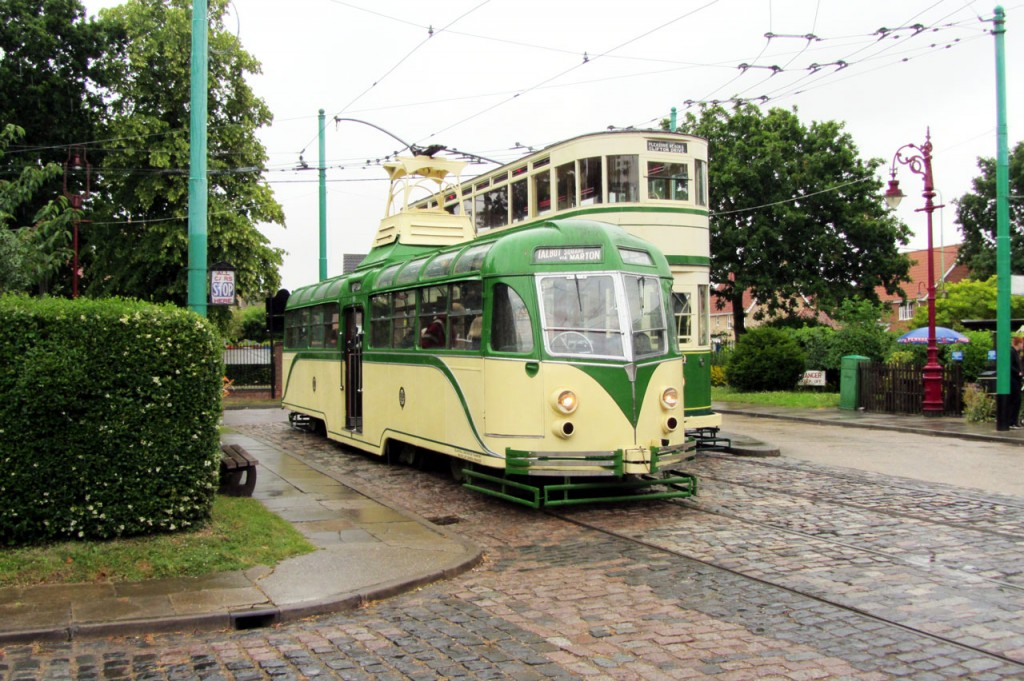 With rain on the surfaces 11 and 159 are seen again at Chapel Road terminus. (All Photographs by Bob Hodges)