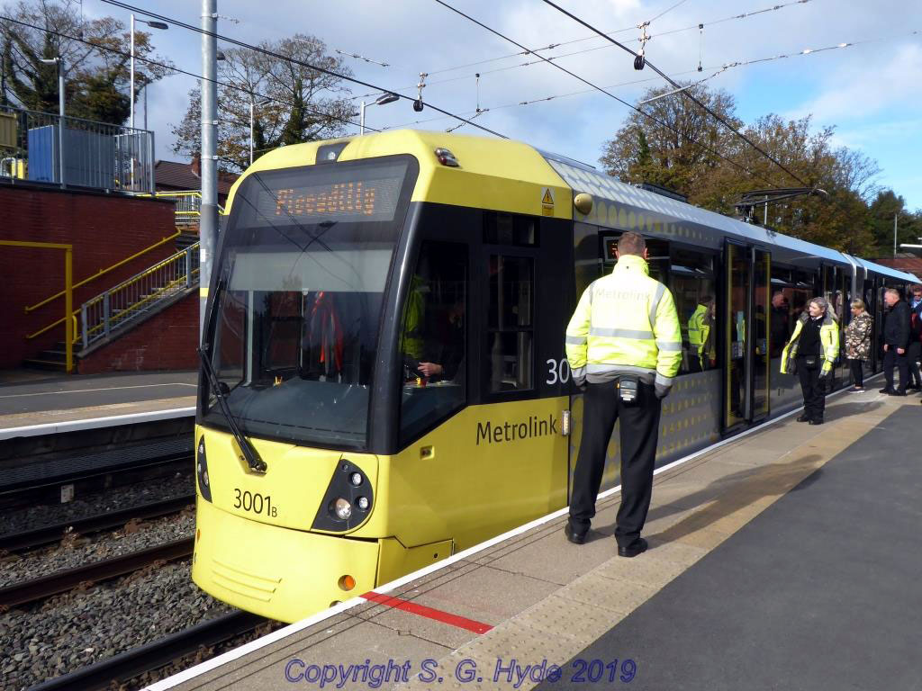 Unfortunately the first day was plagued by a couple of point failures and here we see 3001 delayed at the inbound signal due to one of the failures. Customer Service staff were on hand to help keep passengers informed.