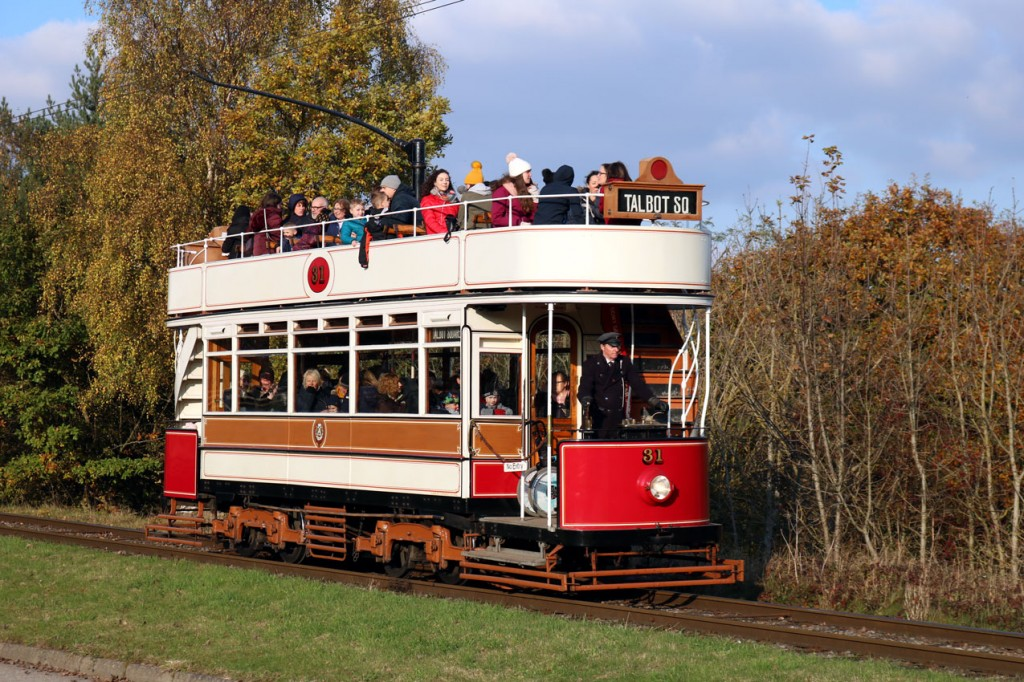 It's the last day of October so you would expect it to be a bit cool and judging by the passengers on the top deck of 31 that's exactly what it is!