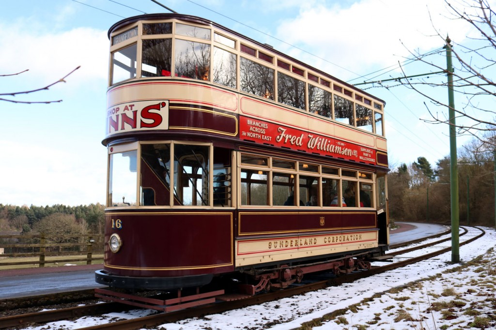 Snow! Sunderland 16 heads up to the Entrance with its anti-clockwise trip.