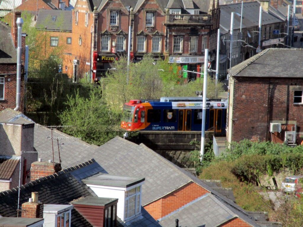 125 once more is seen in this photo as it leaves Hillsborough behind to travel the fairly short distance to Malin Bridge.